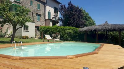 Vacation apartment with pool in Torniella
